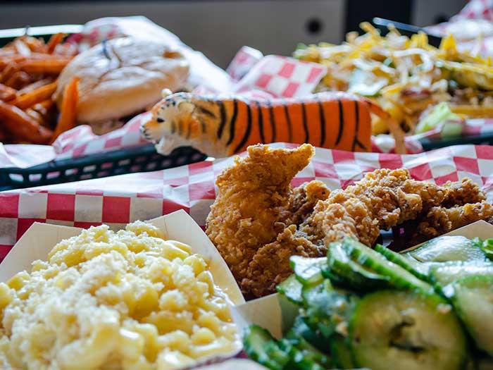 DeeLuxe Chicken Durham NC Restaurants Food Image