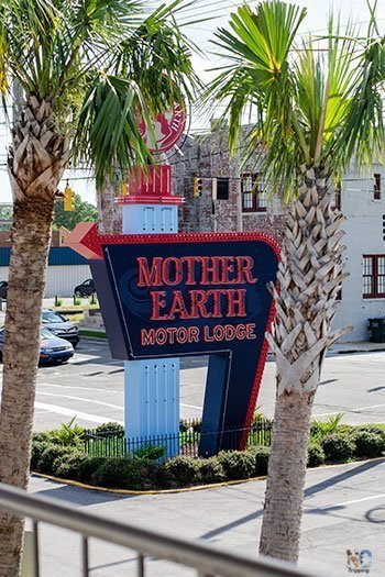 Hotels in Kinston NC Mother Earth Motor Lodge Sign Image
