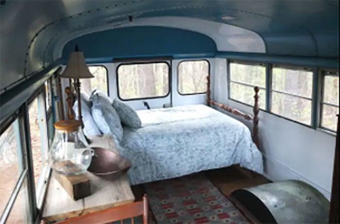 Romantic bus Airbnb