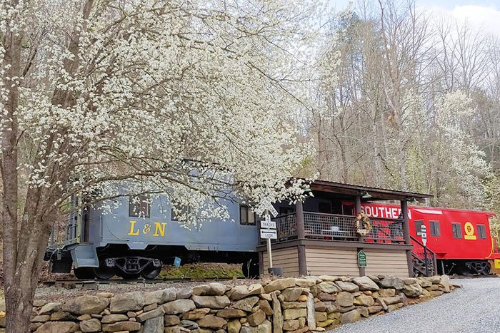 Two caboose airbnb in North Carolina