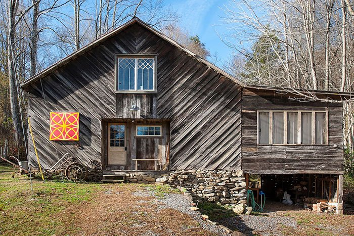 tobacco barn airbnb in burnsville